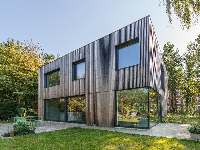 houtskeletbouw houtskelet nieuwbouw huis woning ramen zwarte profielen Realisatie Arkana in Herentals