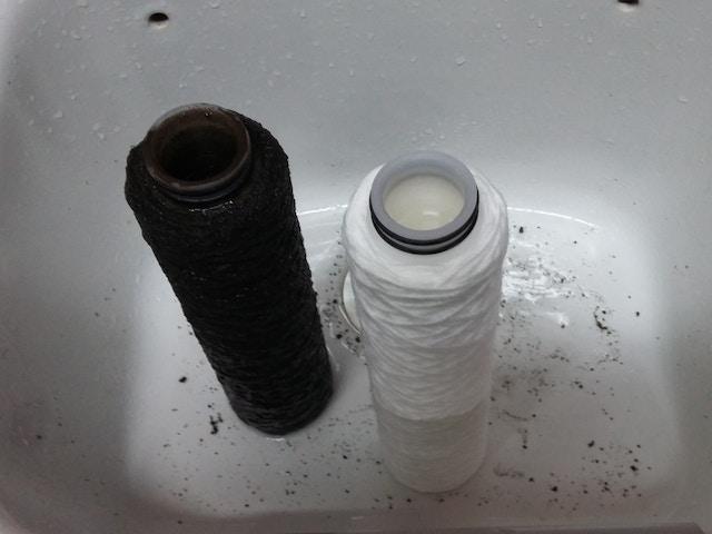 vuile en propere filter regenwaterput
