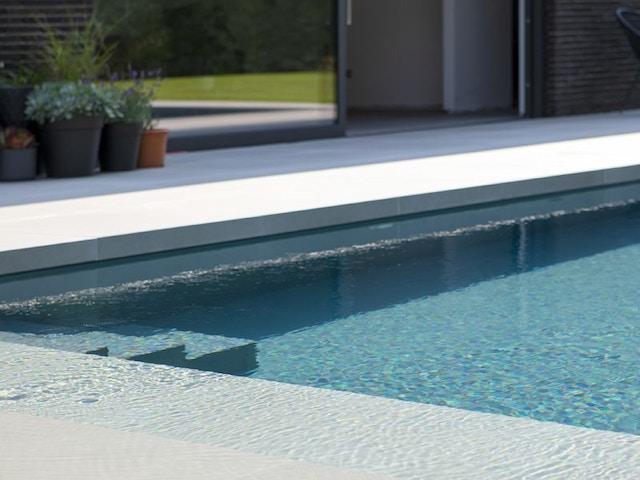 terras keramiek keramische tegels zwembad