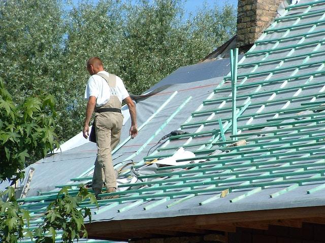 isolatie dakisolatie dak isoleren isoleren isolatiemateriaal luchtdichtrecticel dakisolatie dak dakwerken werken arbeider