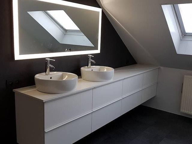badkamer inrichting lavabo wastafel spiegel