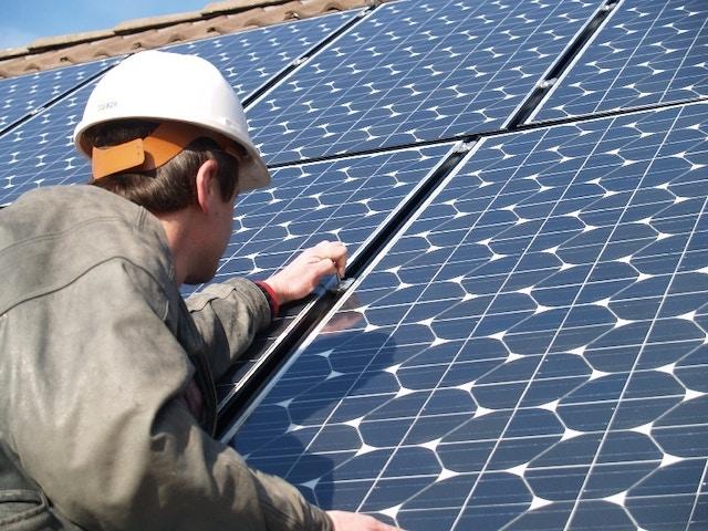 Installateur de toiture de panneaux solaires 800x600