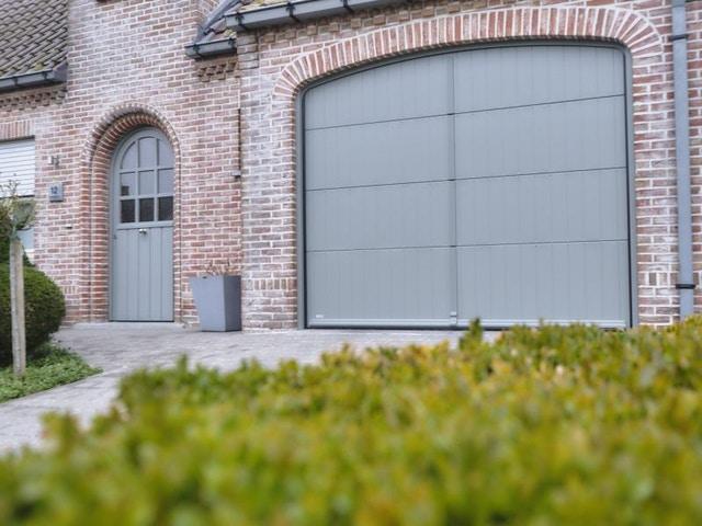 buitenschrijnwerk garage garagepoort sectionale poort