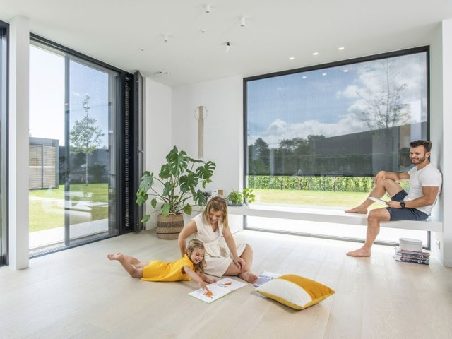 buitenschrijnwerk zonwering screens ramen huis woning oververhitting gezin RensonsunprotectionOververhittingbinnenshuisfotoRenson01