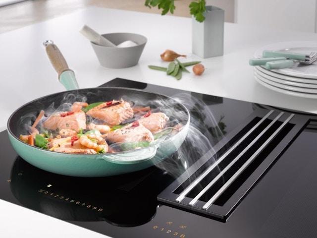 keuken kookplaat geïntegreerde dampkap