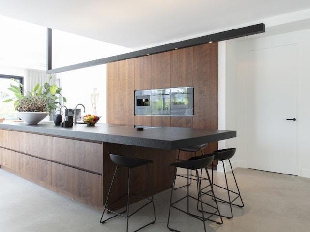 binnendeur deur invisidoor onzichtbaar keuken keukeneiland