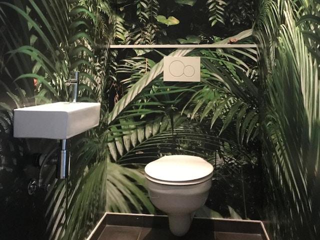 Toilet oerwoud bos badkamer