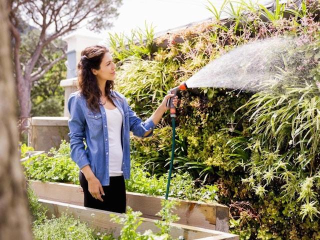 regenwater planten sproeien