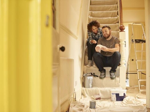 Binnendeuren schilderen jong koppel TRAP RENOVATIE