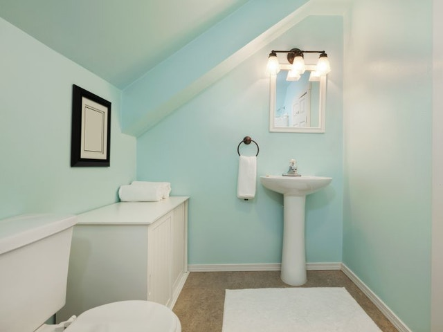 Kleine badkamer lavabo toilet