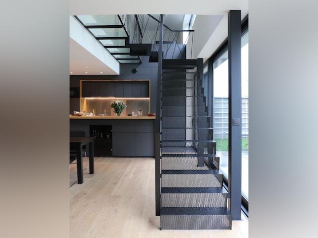 Week-end Maisons & Architectes Black Studio - trap beneden