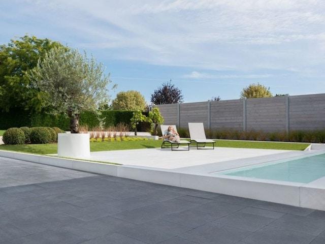 bestrating bestratingsmateriaal tegels terras zwembad relaxen tuin