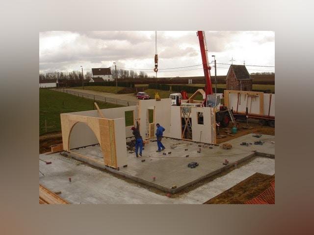 construction à ossature de bois de la cour