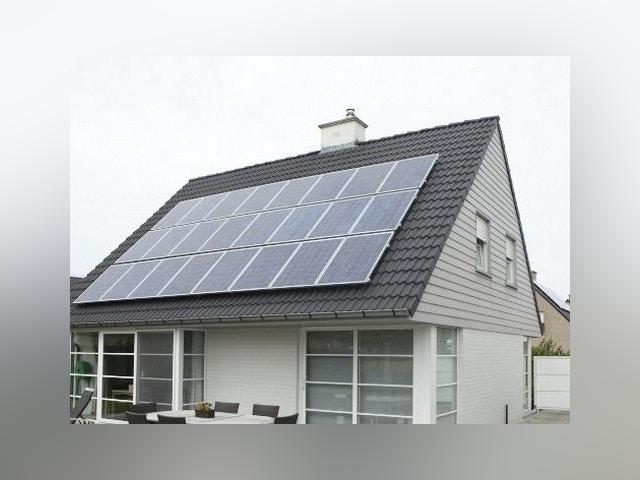 gazon alimentation d'énergie verte des panneaux solaires
