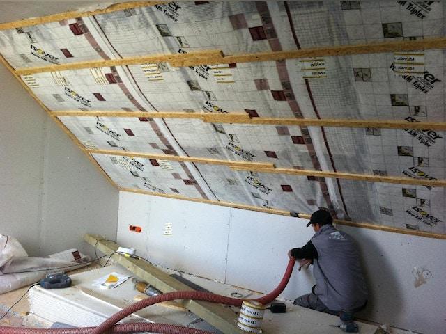isolatie dak dakisolatie  isoleren dak inblazen glaswol Isover Insulsafe Wood Plus dampschermp Vario KM Triplex