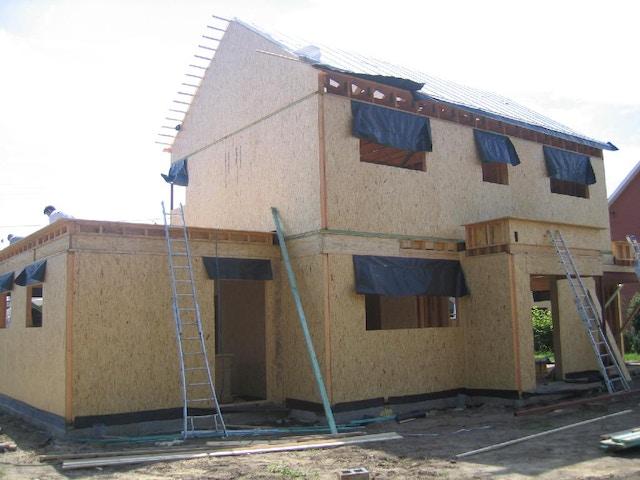 houtskeletbouw nieuwbouw huis werf houtskelet buitenwand.JPG
