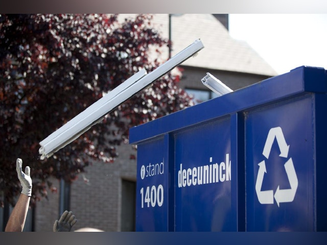 afval ramen profielen recycling container Postconsumer_material_in_recycling_container_-_Low_8.JPG