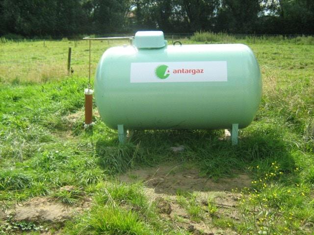gastank aardgas Bovengrondse tank 2700L.JPG