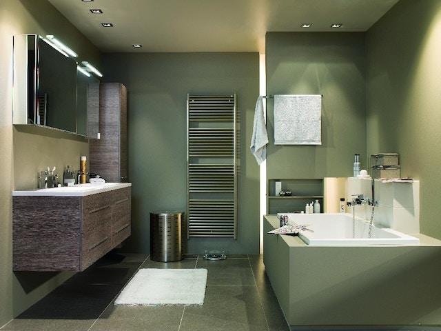 badkamer bad handdoekdroger badkamermeubel wastafel lavabo