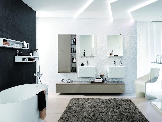 badkamer bad lavabo wastafel kolomkast spiegelkast