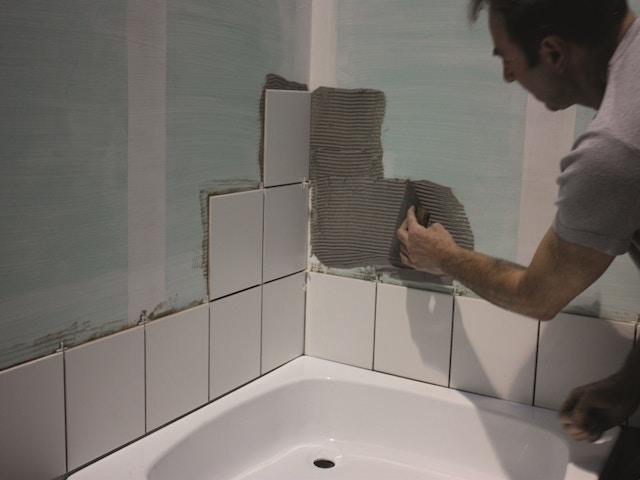 Je Badkamer Of Douchewand Bekleden Dit Zijn De Verschillende Opties Badkamermaterialen Livios
